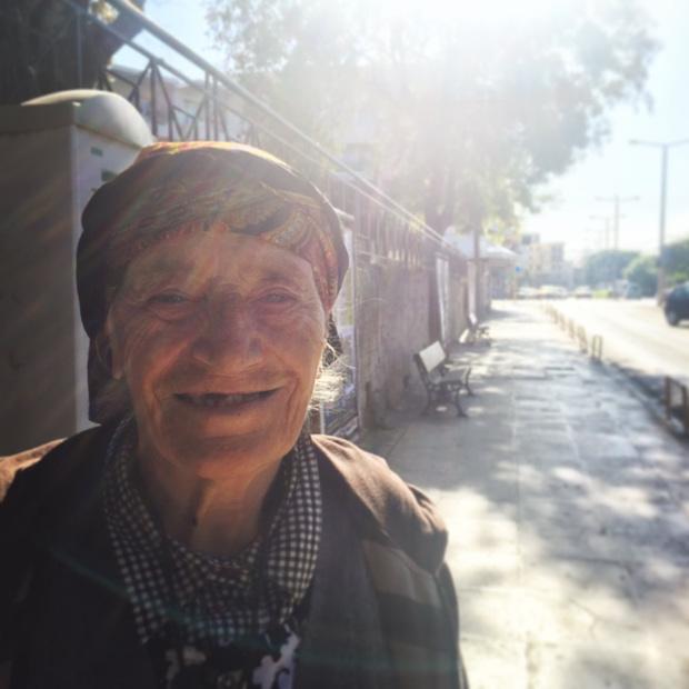 crete-chania-old-woman